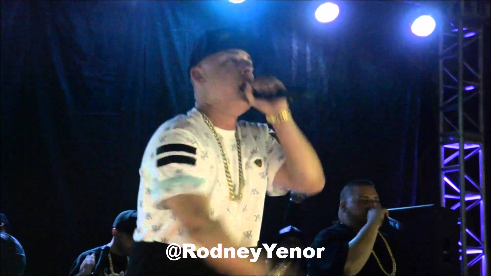 Cosculluela – Baby Boo (LIVE) (2016)