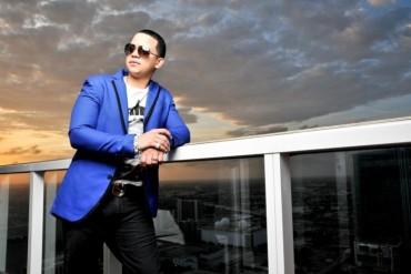 J Alvarez 1 LifeStyle Miami 696x464 370x247 - J Alvarez – El Zol 95.7 (Entrevista 2013)