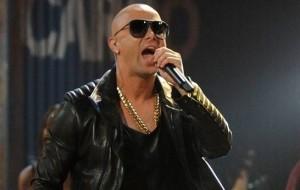 Wisin 300x190 - Nicky Jam & Otros Artistas - Yo Creo En Mi Seleccion (Video Oficial)
