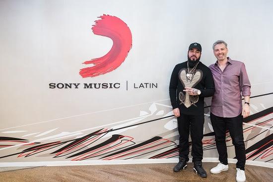 "SpiffTV firma con Sony Music Latin para el lanzamiento de ""The Union"" - SpiffTV Firma Con Sony Music Latin Para El Lanzamiento De ""The Union"""