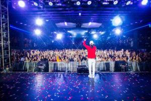 Ozuna hace historia colocando 6 canciones en el Top 40 de Billboard Hot Latin Songs 300x200 - Reykon Ft. Maluma – Latina (Premios Juventud) (2019)
