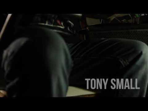 0 817 - Tony Small - Bienvenidos (Video Oficial)