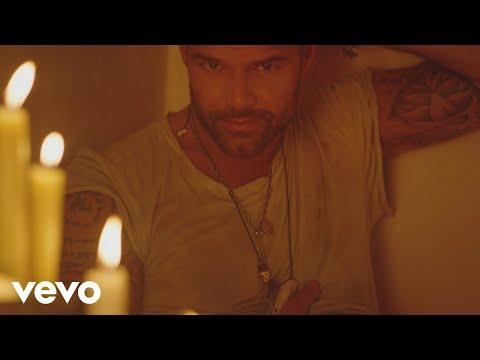 0 92 - Ricky Martin Ft. Wisin y Yandel – Fiebre (Official Video)