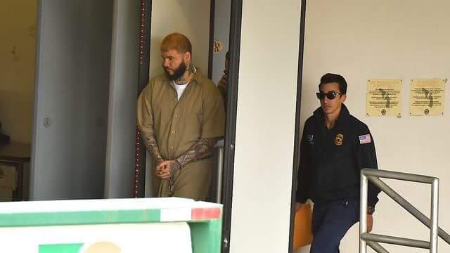 FB IMG 1522878469698 - Foto de Farruko a su llegada al tribunal federal