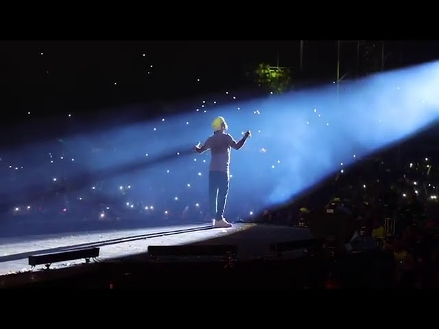 """6heityvdjvw - Miles de personas coreando """"Por Amar A Ciegas"""" de Arcangel"""