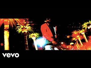 0 21 300x225 - Drei Ros, Breakfast N Vegas, Los Rakas - Bombero (Official Video)