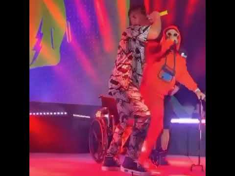 0 - Jhay Cortez llegó a cantar en silla de ruedas
