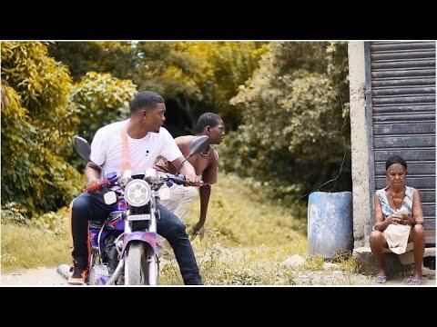 0 18 - EL Chima En La Casa - Me Voy Pa La Calle (Official Video)